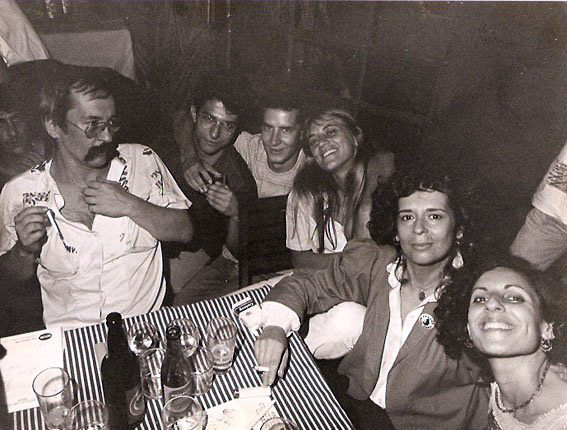 Com Beto Coltro, Paulo Leminski, Rodrigo Garcia Lopes, Neusa Gomes, Alice Ruiz e Janete El Haouli, Londrina (1984). Foto Milton Dória