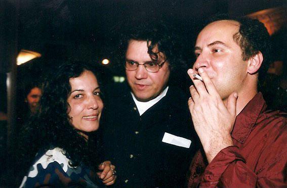 Com Neuza Pinheiro e Arrigo Barnabé, no Finnegans Pub, São Paulo (1999). Foto Juvenal Pereira