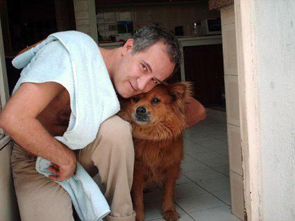 Com a cachorra Lua, São Paulo (2007). Foto Dani Angelotti