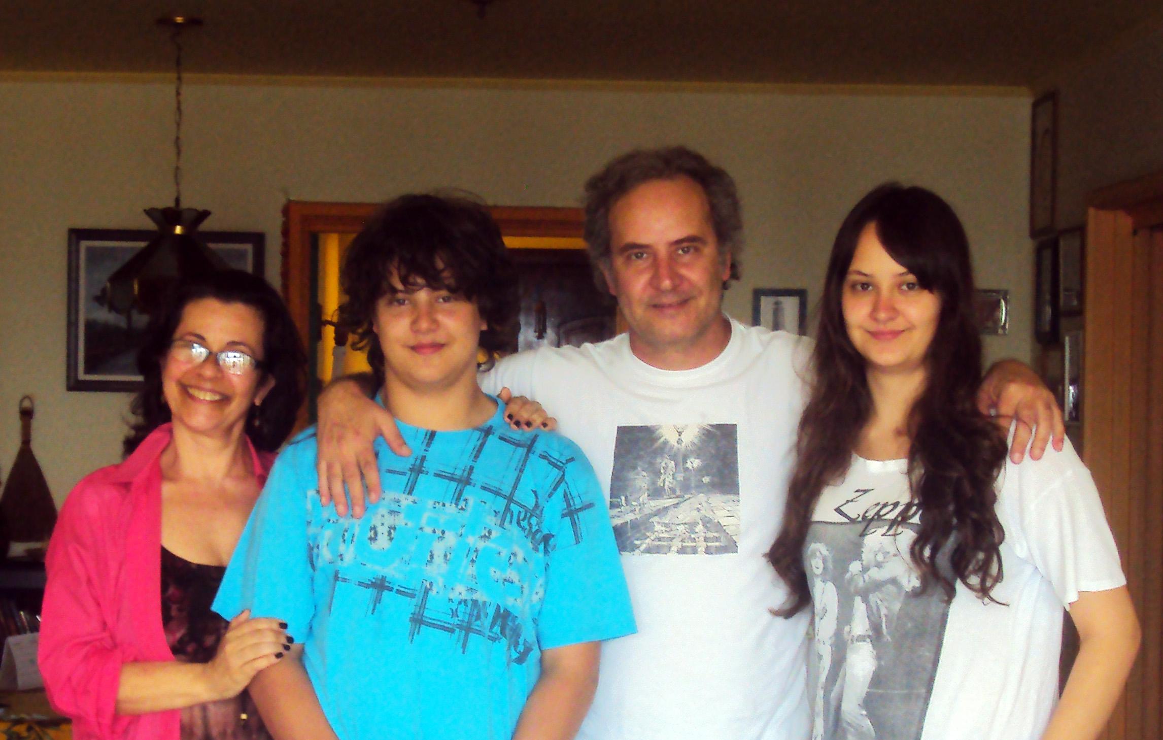 Com Simone Rotta e os filhos Yan e Naiara, Porto Alegre (2011).
