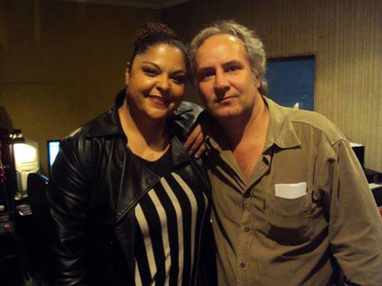 Com a cantora Fabiana Cozza, gravação do cd Viralatas de Córdoba, São Paulo (2013). Foto Cassio Martin