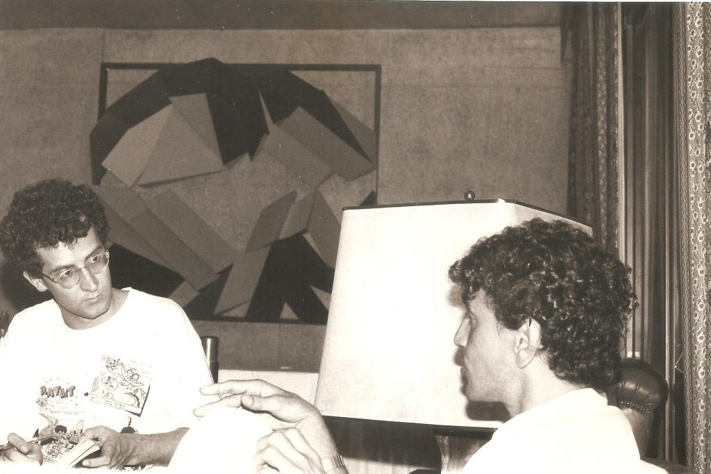 Com Caetano Veloso (1986). Foto Juvenal Pereira