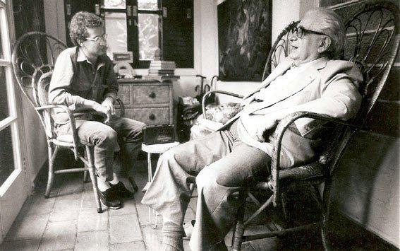 Com o físico Mario Schemberg, São Paulo (1986).  Foto Juvenal Pereira