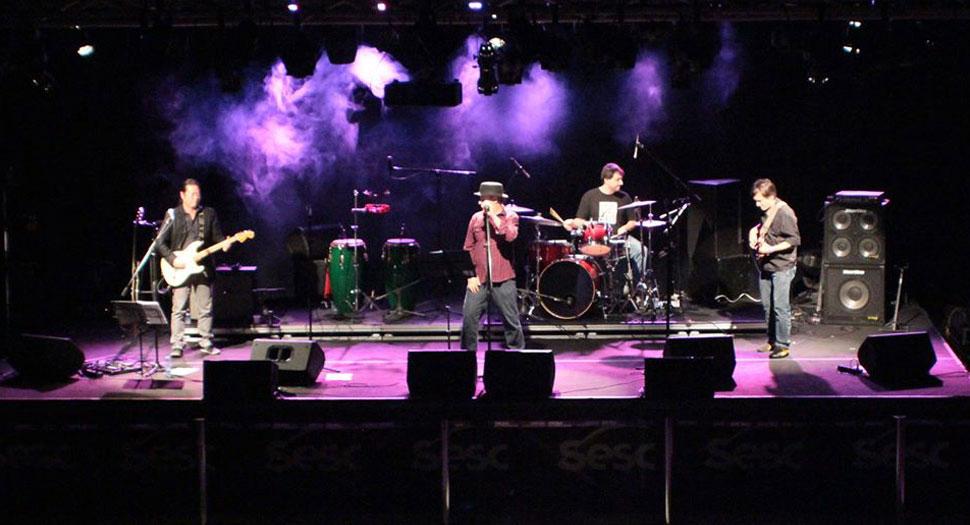 Show de lançamento do cd Viralatas de Córdoba, Sesc Belenzinho, São Paulo (2013). Foto Cassio Martin