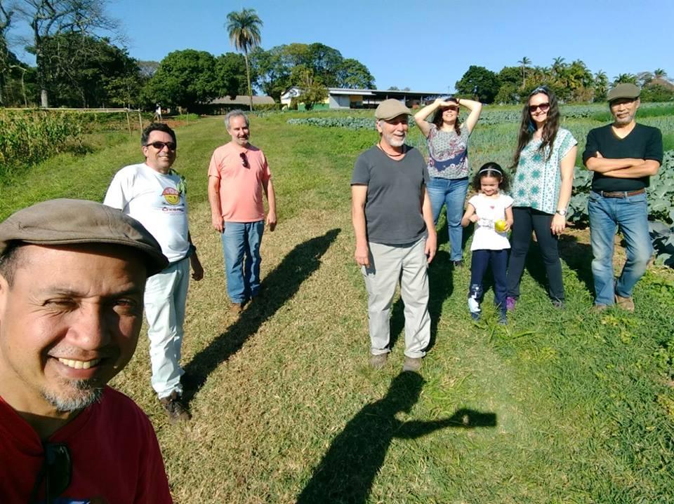 Com os amigos Robson, Sergião, Romeu, Lan, Juju, Naiara (filha) e Alam (2017). Foto Robson Timóteo